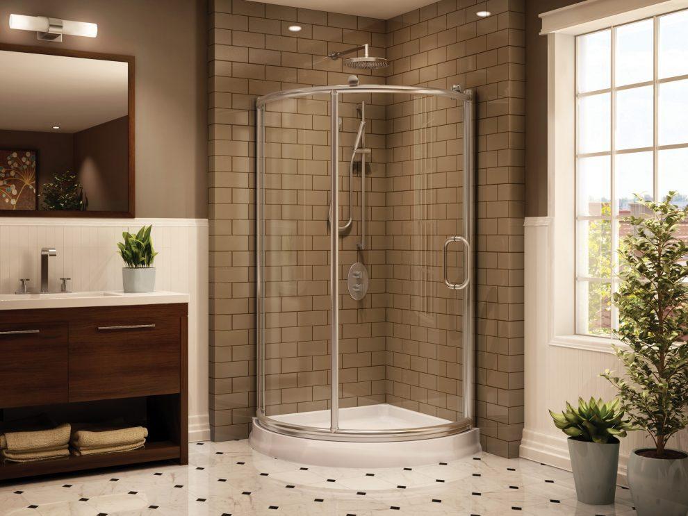 Egyedi zuhanykabinban élvezheti a zuhanyzást.