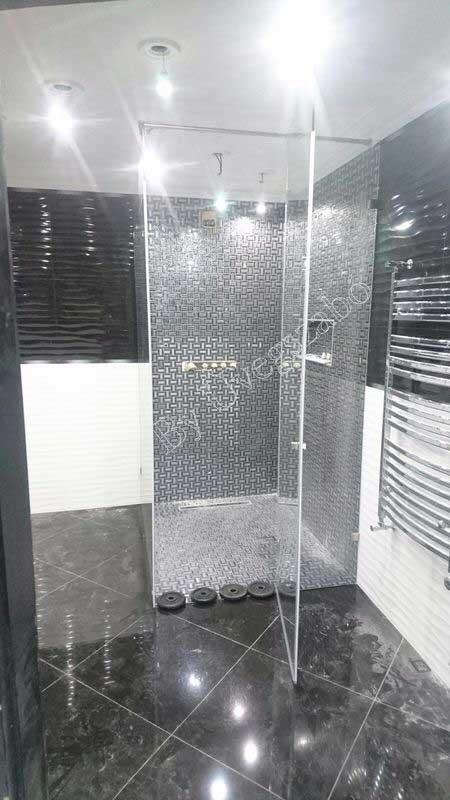 Egyedi zuhanykabinok mesés kivitelezéssel.