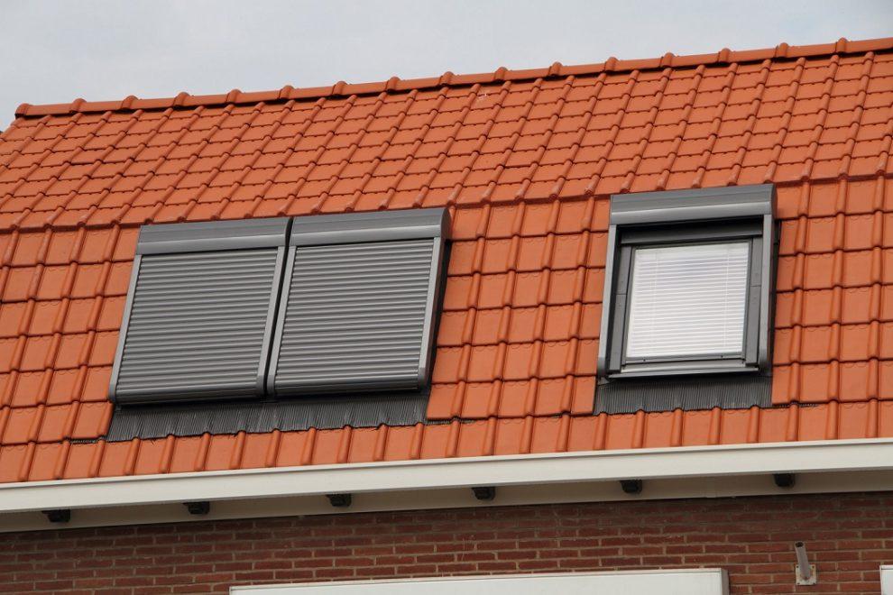 VELUX tetőablak beépítés elektromos árnyékolóval